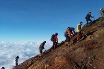 Hal-Hal Yang Wajib Diperhatikan Ketika Mendaki Gunung